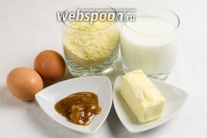 Чтобы приготовить вафли, нужно взять кукурузную муку, разрыхлитель, яйца, сливочное масло, молоко, ром, орехи.