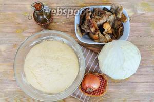 Тесто приготовить по  рецепту , грибы заранее разморозить.
