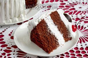 И кусочек торта в разрезе... Он настолько нежный, что сразу заваливается набок.