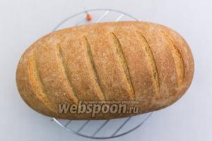 Хлеб готов. Остужаем на решётке. Приятного аппетита!