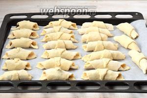 Выложить в форму, выложенную кулинарной бумагой.