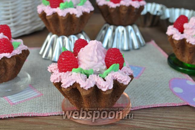 Фото Корзиночки из шоколадного теста с малиновым вареньем