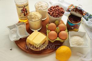 Для аргентинского печенья «Альфахорес», надо: мука кукурузная (самого тонкого помола), пшеничная, масло, сахар, 2 яйца и 2 желтка, лимонная цедра, ром или бренди, сгущёнка вареная, арахис и/или кокосовая стружка, соль, сода, разрыхлитель.