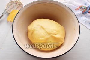Тесто очень мягкое, не липнет к рукам, но очень крохкое!