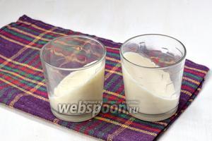Разлить по стаканам и поставить в холодильник на 15-20 минут для застывания. Можно стаканы  при этом наклонить.