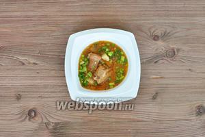Готовый суп присыпать зеленью и подавать.