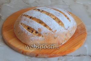 Луковый хлеб готов — божественный аромат... Ну как не снять пробу? Угощайтесь, друзья!