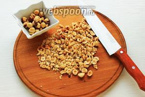 Нарубить орехи (я половину оставила целыми). В оригинале нет орехов.
