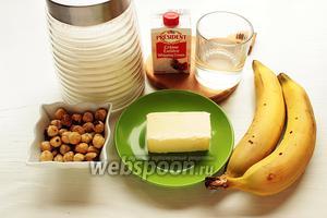 Для карамельного соуса и подачи, надо: сахар, вода, масло, сливки 35%, фундук, бананы.