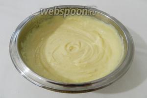 Добавляем сливочный сыр (170 грамм) и перемешиваем до однородности.