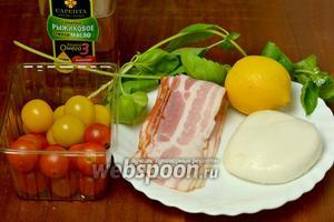 Для приготовления верринов нам понадобятся помидоры черри (красные и жёлтые), моцарелла, базилик, бекон, рыжиковое масло, лимонный сок, соль, перец.