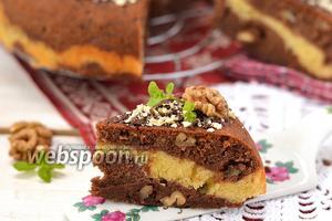 Шоколадно-ванильный пирог с орехами в мультиварке