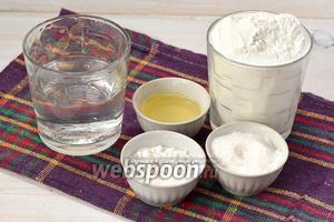 Для приготовление теста нам необходима мука, соль, сода, подсолнечное масло, вода.