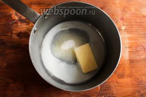 Растопите на медленном огне масло с молоком и сахаром. Масло должно полностью растаять. Остудите молочно-сливочную смесь до 40°C.