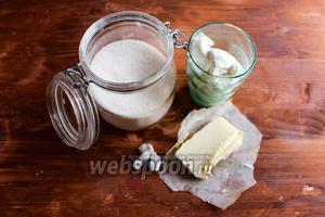Для приготовления помадки вам потребуется: сахар, сливочное масло, жирные сливки 35% жирности и соль.