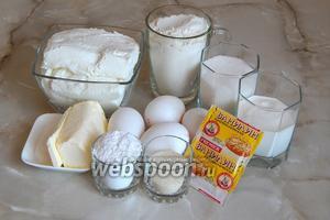 Для приготовления творожного торта «Слёзы ангела» нам понадобятся такие продукты: сливочное масло, творог, мука пшеничная, сахар-песок, сметана, ванилин, яйца куриные (3 желтка в начинку и 3 белка с суфле), манка, сахарная пудра.