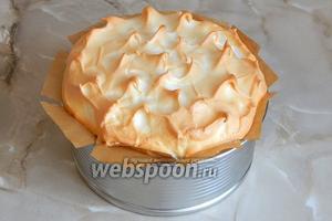 За этой время верх торта подрумянится, но под корочкой будет влажным. Достаем торт из духовки и оставляем его в покое до ПОЛНОГО (!!!) остывания.