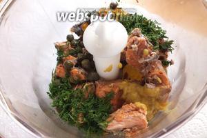 Положите в блендер все ингредиенты рийета: лосось, укроп, горчицу, сок и цедру клементина, оливковое масло, укроп, перец и каперсы.