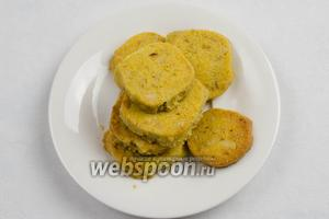 Готовое печенье можно посыпать сахарной пудрой. Подавать к завтраку или на перекус.