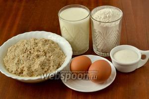 Для приготовления оладий нам понадобятся сквашенные после  овсяного киселя выжимки хлопьев , кефир, мука, яйца, соль, сахар, сода.