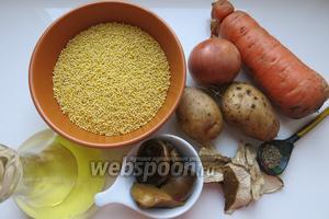 Для приготовления кулеша возьмём пшено, грибы сухие и консервированные или свежие, картофель, морковь и специи.