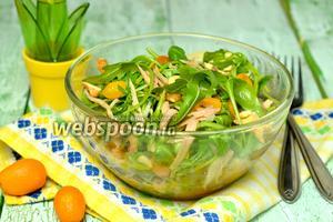 Салат с курицей, кумкватами и кешью