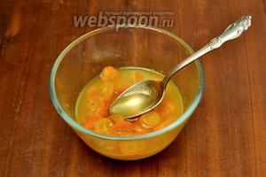 Когда соус с кумкватами остынет до 40ºC, добавляем мёд и размешиваем.