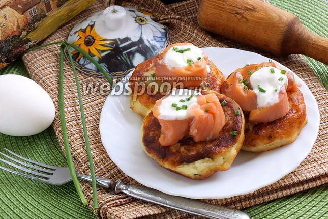 Фото Картофельные оладьи с копчёным лососем