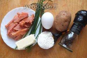 Подготовьте необходимые ингредиенты: картофель, копчёного лосося (филе), сливочное масло, яйцо, зелёный лук (у меня шнитт), соль,перец, муку перемешанную с разрыхлителем.
