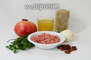 Для приготовления гарнира из фрике и мясного фарша возьмём куриный бульон, фрике, лук репчатый, мясной фарш, острый перец, миндаль, гранат, соль, перец, куркуму, барбарис сушёный, карри, петрушку.