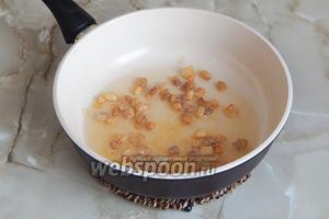В результате в сковороде получается довольно много жира и румяные шкварки. В дальнейшем шкварки можно убрать, а можно использовать при приготовлении бабки — я выбрала второй вариант.