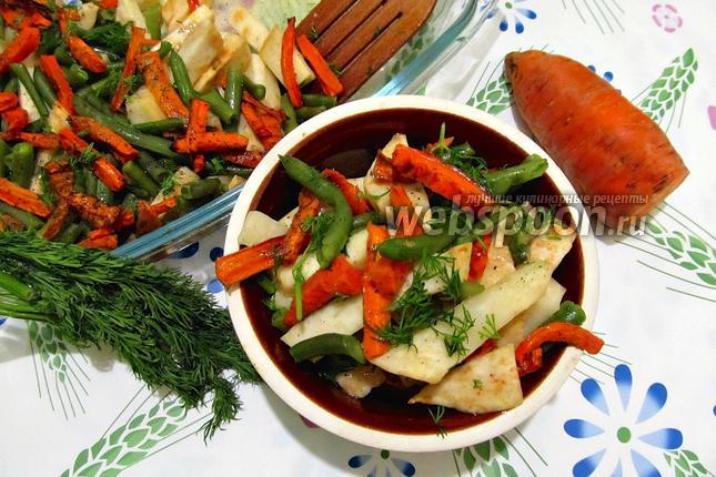 Фото Запечённый корень сельдерея с морковью и стручковой фасолью
