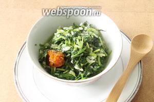 Подавать суйуг, полив его чесночно-йогуртовым соусом.