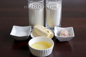 Для выпечки лепёшек «Лаззат» нам потребуются мука, молоко, масло растительное, масло сливочное (можно заменить только растительным), сахар, соль, дрожжи (свежие или сухие). Если используются свежие дрожжи, то их берут 1 ч. л.