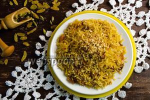 Шафрановый рис с изюмом и миндалём