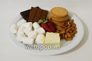 Для приготовления шоколадного десерта «Роки роуд» возьмём шоколад чёрный и молочный, печенье, маршмеллоу, миндаль, масло сливочное, клубнику.