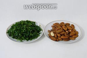 Для подачи мансеф измельчаем зелень и пережариваем миндаль или арахис.