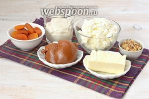 Для приготовления карамельной пасхи нам понадобится варёное сгущённое молоко, творог, сметана, курага, орехи, сливочное масло.