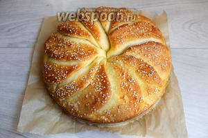 Вот такой он у нас получился. Резать такой хлеб не нужно. Он хорошо делиться на лепёшки. Приятного аппетита.