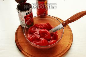 Если томаты целые, тоже измельчить.
