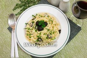 Спагетти в сливочном соусе с консервированным тунцом