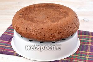 Вынуть пирог с помощью чаши для варки на пару. Пирог готов.