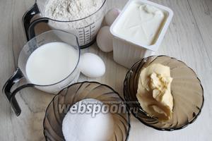 Итак, возьмём такие продукты: масло сливочное, молоко, ванильный пудинг, сахар, яйца, сливки, творог.