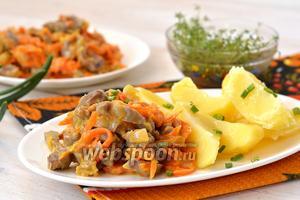 Куриные желудочки с морковью и луком