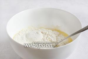В кипячёную воду добавить растопленное сливочное масло, уксус, соль. Всыпать муку и замесить тесто. Муку добавлять по мере вмешивания. Возможно, тесто возьмёт чуть больше муки, чем я указала.