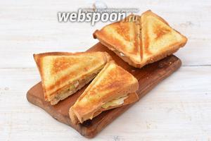 Разрезать сендвичи на порции. Сендвичи готовы.