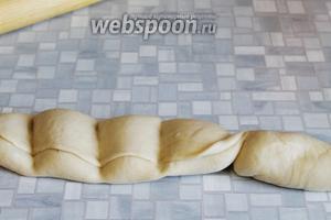 Теперь по местам разделения откручивать тесто, получая таким образом пирожки.