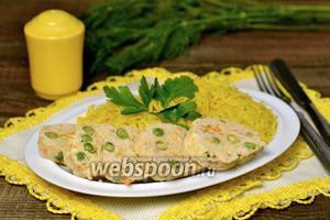 Куриные колбаски с гарниром из риса в мультиварке