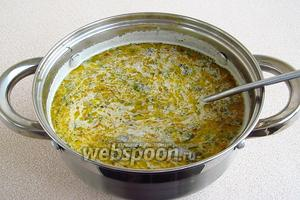 Суп поварить 5 минут. Посолить по вкусу.