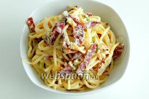 Сервируем спагетти Карбонара. Приятного аппетита!